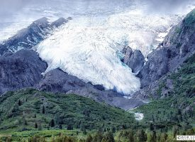 Alaskan Glacier close to Valdez